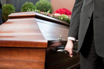 Imagen de funeral que ilustra nota; COVID-19: muertes por virus serían más de la contadas: estudio alemán