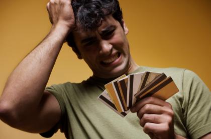 Davivienda, Falabella, Itaú, Banco Popular, Av Villas y otros bancos que cobran tasas de interés por tarjetas de crédito.