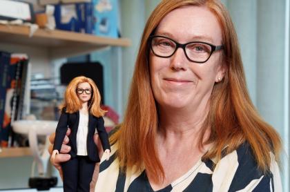 Barbie lanza muñeca en honor a creadora de vacuna
