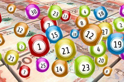 Billetes de 20 mil pesos colombianos y balotas ilustran qué chance jugó a noche y resultados de Dorado, Sinuano y más de agosto 5 2021 (fotomontaje Pulzo).