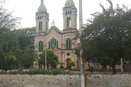 Hombre golpeó con garrota a mujer durante misa en Garzón, Huila