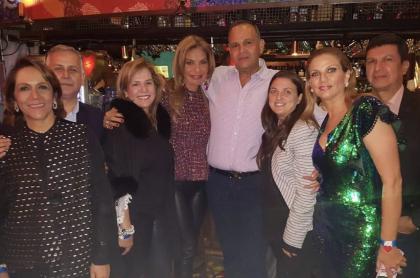 La foto del 'ñeñe' Hernández con Karen Abudinen está en el Instagram de la viuda María Mónica Urbina.