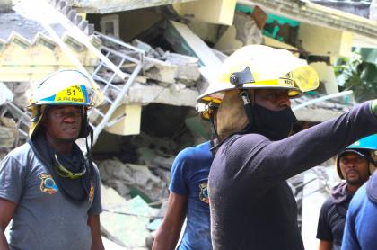 Haití: muertos por terremoto van en 1.297; 5.800 heridos, según las autoridades. Imagen de la tragedia.