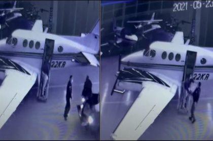 Momento en que cuatro personas cargan cajas con cocaína en avión ligado a esposo de Alejandra Azcárate