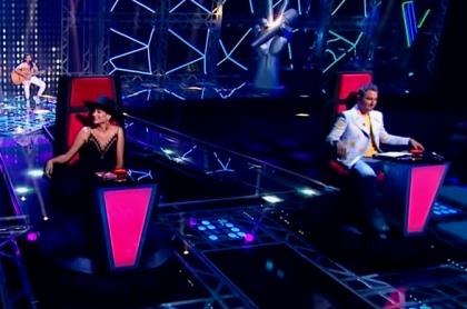 Andrés Cepeda, Natalia Jiménez y Jesús Navarro en 'La voz kids', a propósito de que Laura Tobón contó por qué jurados y presentadoras del programa de Caracol se ponen la misma ropa siempre.