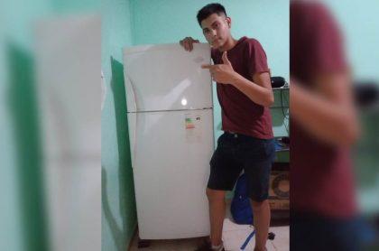 Foto: joven argentino se vuelve viral por celebrar compra de primera nevera