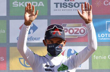 Egan Bernal sigue haciendo historia en la Vuelta a España y se convirtió en el primer pedalista que porta la camiseta de los jóvenes en las tres grandes.
