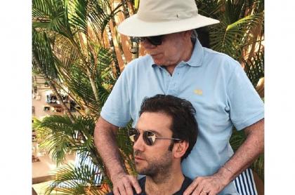 Martín Santos y su padre, Juan Manuel Santos, al que defiende por señalamientos de Uribe