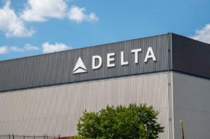 COVID-19: Delta descontará 200 dólares al mes a empleados no vacunados