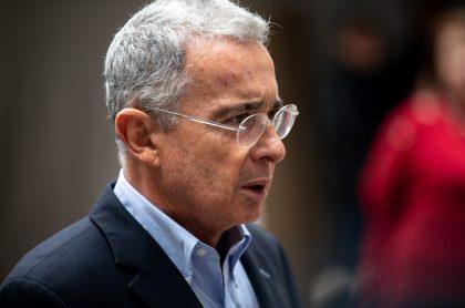 Álvaro Uribe, para nota de mensajes de Twitter en contra del presidente de la JEP, Eduardo Cifuentes