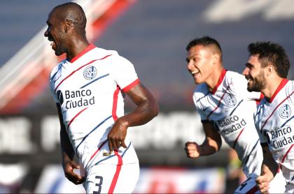 Gol de Cristian Zapata con San Lorenzo en Liga de Argentina ante Patronato. Imagen de la celebración.