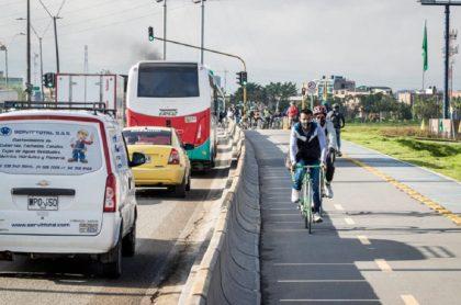 Imagen de calle 13 en Bogotá; así quedó con bicicarril nuevo a un costado
