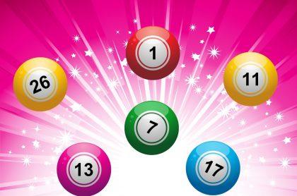 Balotas de colores en fondo fucsia ilustra qué lotería jugó anoche y resultados de las loterías de Valle Manizales y Meta septiembre 1