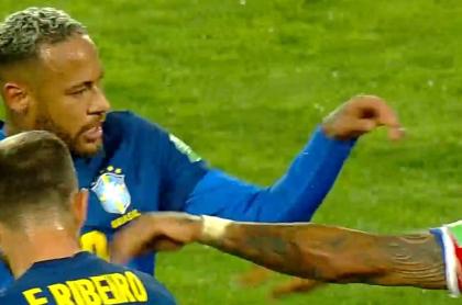 Pelea entre Neymar y Arturo Vidal en Chile-Brasil; Eliminatoria suramericana.