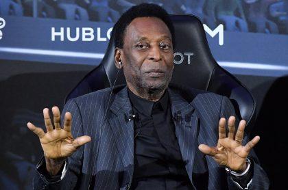 Pelé fue operado de emergencia en un centro médico de Sao Paulo (Brasil) para extirparle un tumor en el colón.