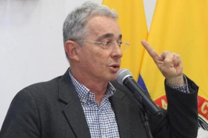 Epa Colombia y Álvaro Uribe: expresidente sube memes de su reunión