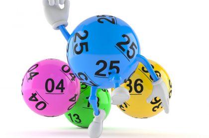 Balota animada con la mano levantada y otras ilustran qué lotería jugó anoche y resultados de las loterías de la Cruz Roja y Huila.