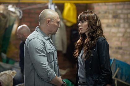'Lucho' Velasco y Luna Baxter en 'La reina del flow', a propósito de que la actriz habló de escena en las que salen dos mujeres que en realidad eran dobles hombres.