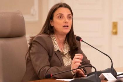 Foto de Karen Abudinen, en nota de que Abudinen renunciará a cargo de Ministra de las TIC.