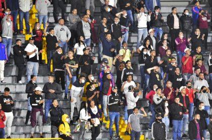 Imagen de los hinchas de Nacional, que se colaron al Campín vs. Santa Fe, y serán sancionados