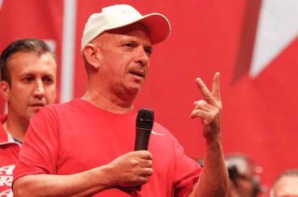 'Pollo' Carvajal, exmilitar venezolano fugado que fue detenido, y Nicolás Maduro