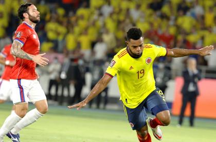 Narración chilena de goles de Colombia en partido de Eliminatoria suramericana. Imagen del partido.