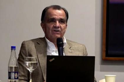 Oscar Iván Zuluaga hablando