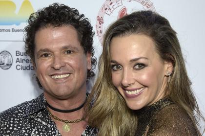 Carlos Vives y su esposa, Claudia Elena Vásquez, a la que señalan de quebrar relación del cantante con su hermano Guillermo