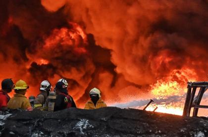 Imagen de explosión ilustra artículo Explosiones causan incendio en plata de Ecopetrol