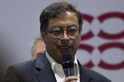 Gustavo Petro para nota de crítica de Blu Radio por iglesias en Bogotá