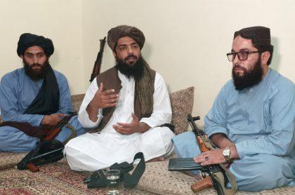 Mujeres de Afganistán tampoco deben trabajar con hombres, dice alto talibán