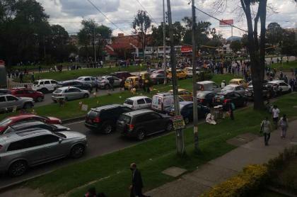 Foto de la Autopista Norte con calle 82 de Bogotá, en nota de trancón en esa zona por protesta de recicladores.