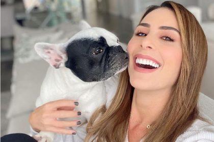 Selfi de Carolina Soto con su perra Praga, qie vale varios millones