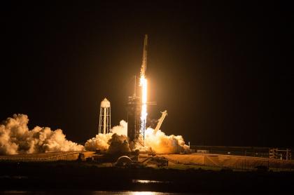 Despegó nave de SpaceX con los primeros turistas espaciales