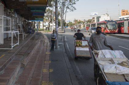 Imagen de calle de Bogotá que ilustra nota; Alcaldía dice que ciudadanos ya no usan bien tapabocas