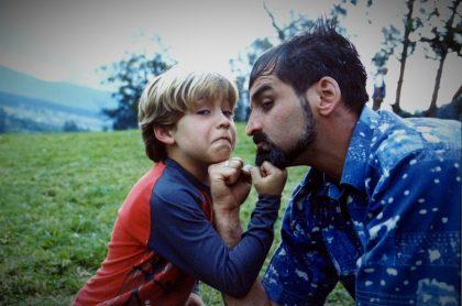 Róbinson Díaz y Juan David Sánchez en 'Pecados capitales', a propósito de cómo luce Simón, el niño de esa novela de Caracol y Netflix..jpg