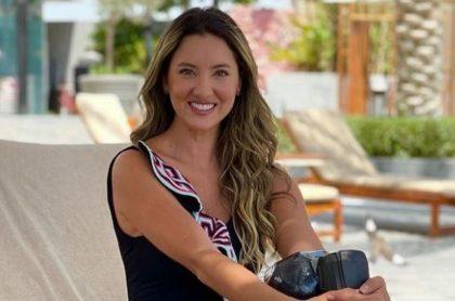 Daniella Álvarez, que está saliendo con Daniel Arenas, recibió emotiva sorpresa y le dedicaron una canción de Carlos Vives.