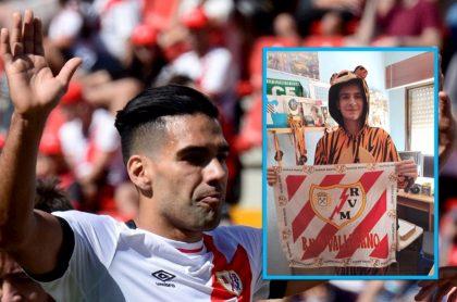 Hincha disfrazado de tigre contó la razón por la que se puso el traje en el debut de Falcao en Rayo Vallecano.