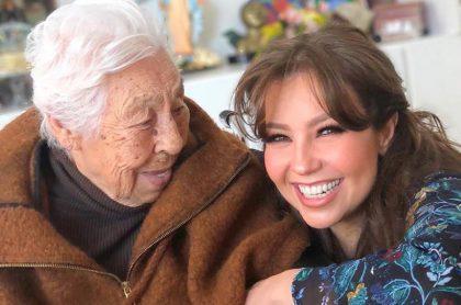 Thalía y su abuelita, Eva Mange Márquez, que sufrió fracturas en sus piernas