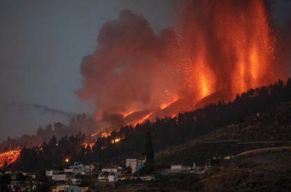 Video de la erupción del volcán Cumbre Vieja, ubicado en el archipiélago de Canarias (España); destruyó cientos de casas.