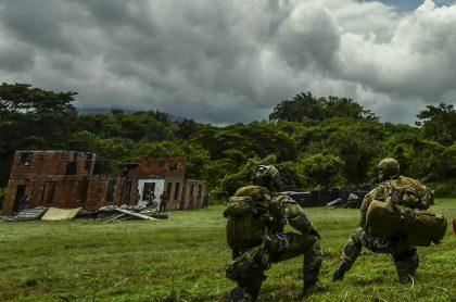 5 muertos y 3 heridos en ataque con explosivos a camión del Ejército