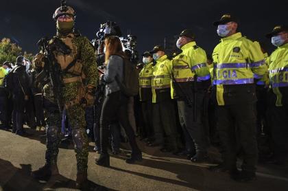 Imagen de policías y militares que patrullan en Bogotá ilustra artículo Bogotá hoy: matan a joven por robarle celular en zona con Policía Militar