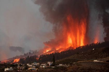 Videos: daños por erupción y lava de volcán en isla La Palma de España