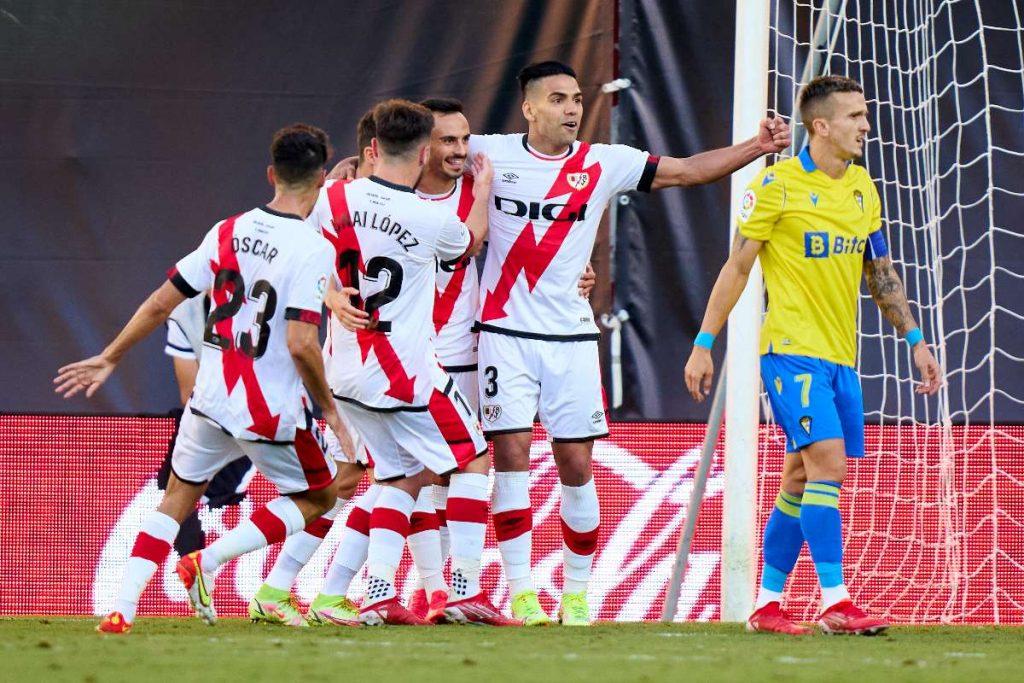 Falcao García (centro), en celebración de gol de Rayo Vallecano contra Cadiz/ Getty Images