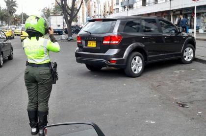 Alcaldía de Bogotá fijó las nuevas tarifas que aplicarán para parquear en vía pública.